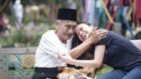 Ilustrasi Membahagiakan Orang Tua